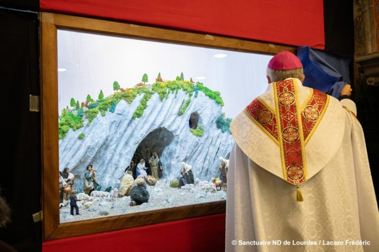 reduit_PHOTO-2_BENEDICTIONcreche-Crypte_31-1