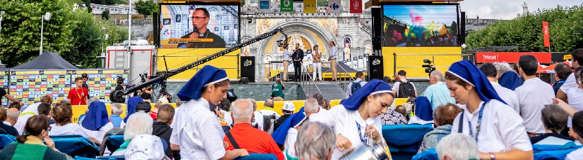 Le podium d'animation du départ du Tour de France dans le Sanctuaire de Lourdes