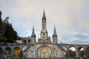 Basilique vue de l'esplanade du Rosaire