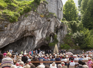 PHOTO_2_©Sanctuaire_Notre-Dame_de_Lourdes_Pierre_VINCENT_Jubiledespremierescommunions-380