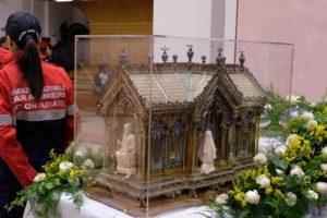 santa-bernadette-spoglie-chiesa-della-marina-4
