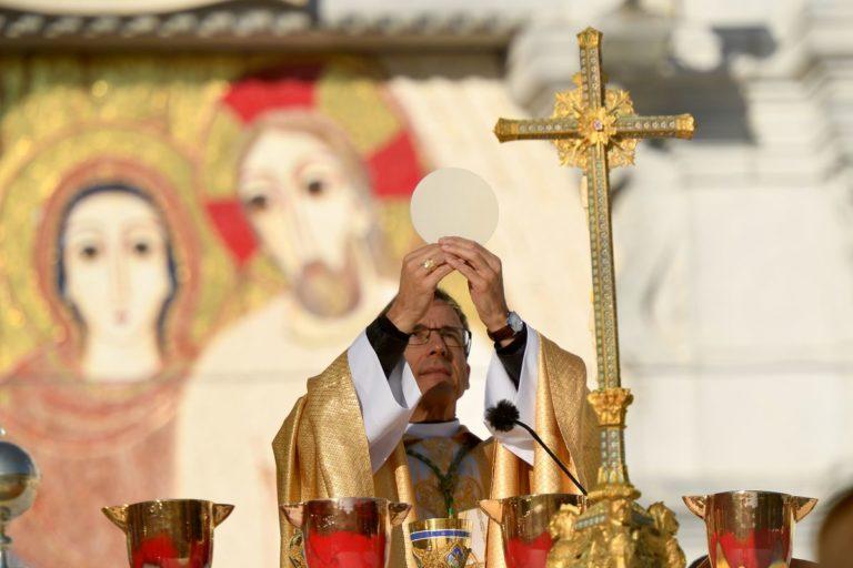 DIAPORAMA_PHOTO-4_reduit_ROSAIRE-eucharistie