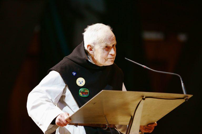 Frère Michael Strode à Lourdes lors de la célébration des 50 ans du pèlerinage HCPT, en 2006.