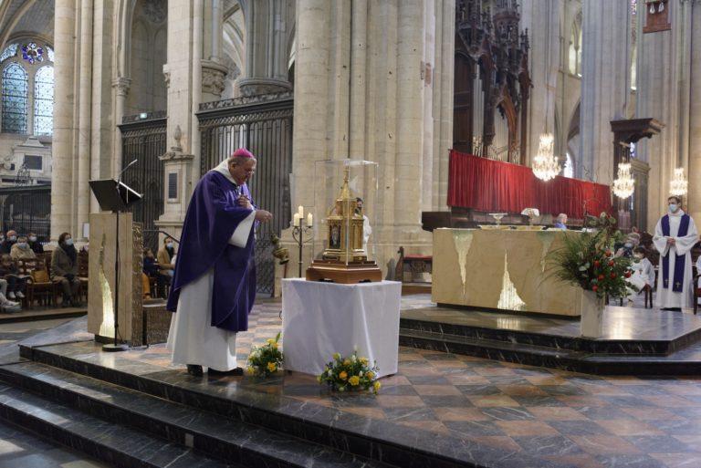 Messe cathedrale ST JULIEN, presidee par Mgr LE SAUX RELIQ BERNADETTE 37
